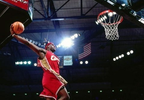 lebron james dunking on people. /01/lebron_james_dunk.jpgquot;